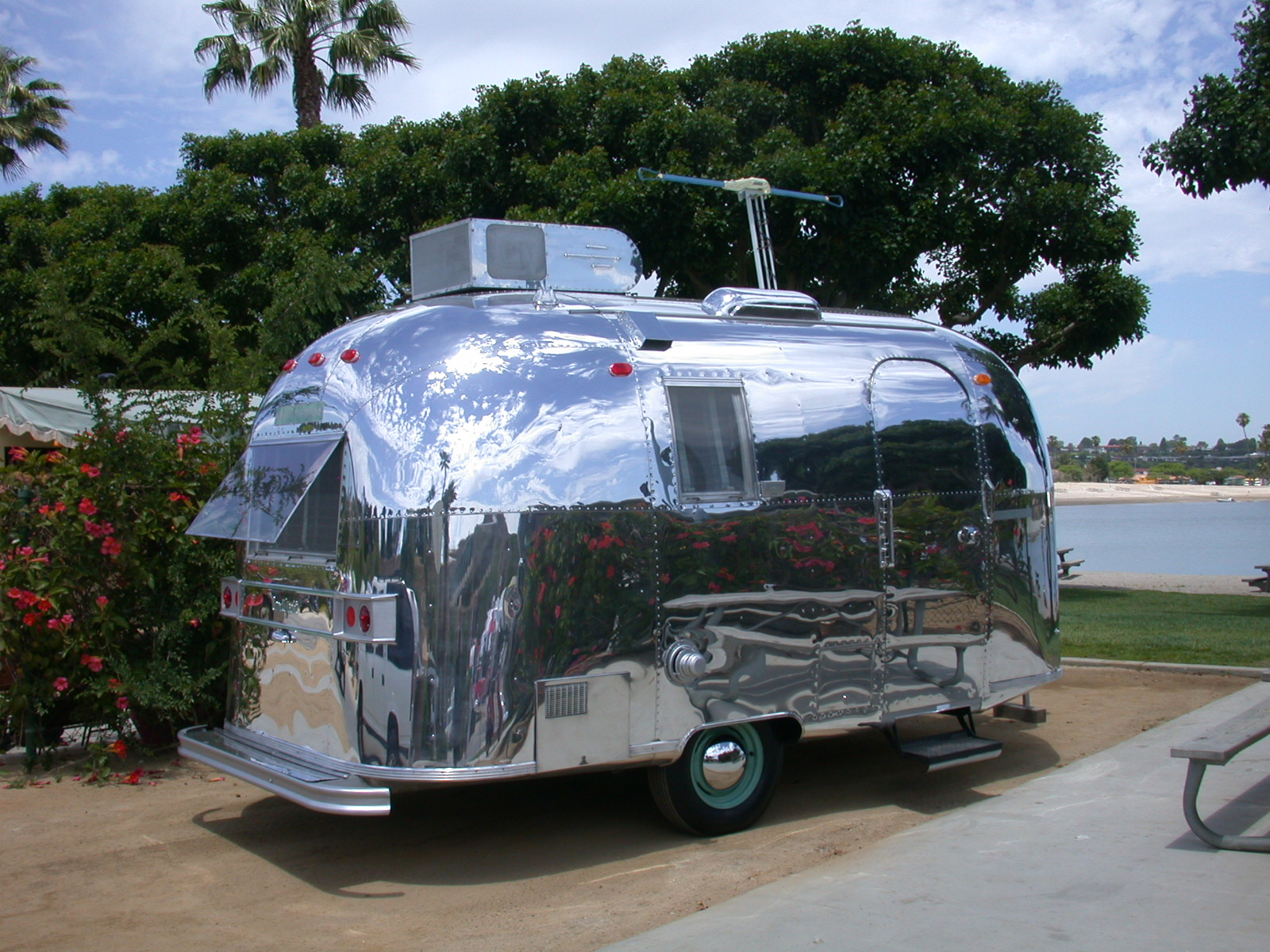 airstream travel trailers simanaitis says. Black Bedroom Furniture Sets. Home Design Ideas
