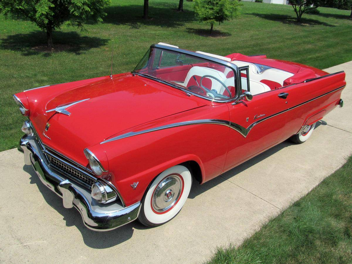 1955 Ford Fairlane Sunliner. Image from lookatthecar.org.